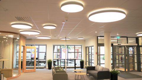 LED-ljus i banklokal